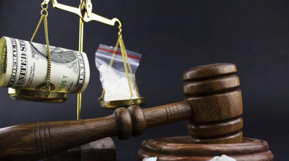 Малшанс: С дрога за над $ 145 млн. наркокуриер нацепи 2...