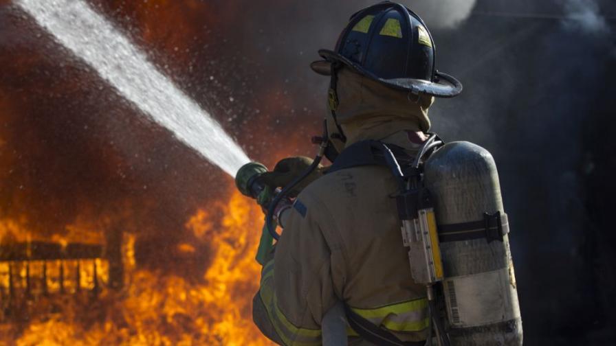 Зловещо: Мъж подпали жена си, докато спи