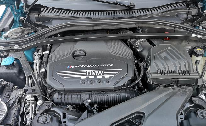 Това е най-мощният 2,0-литров, 4-цилиндров двигател на BMW, от който инженерите са извадите 306 к.с. и 450 Нм.
