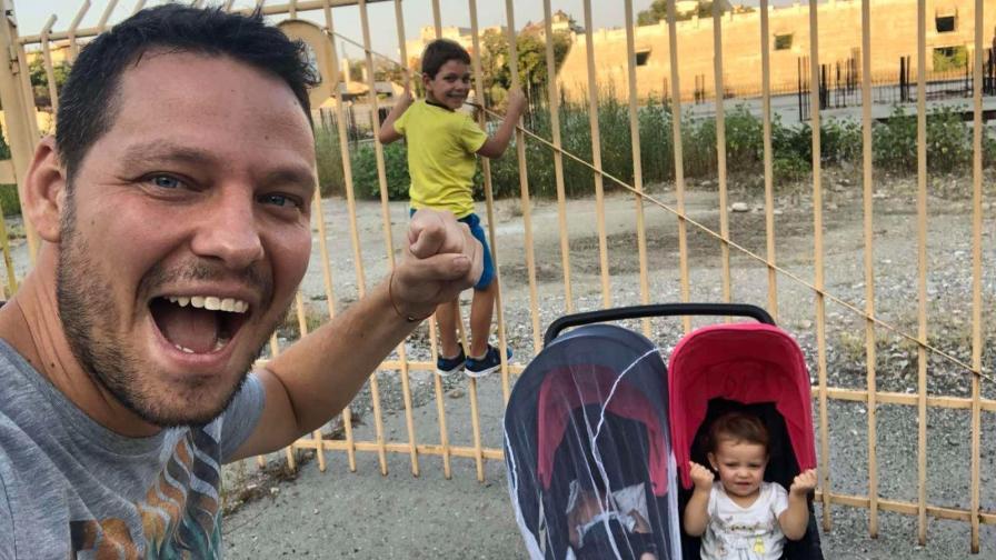 Млад баща на три деца трогна и обедини цяла България