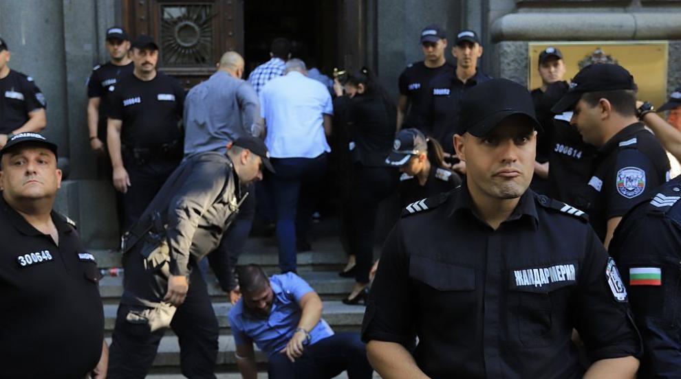70-и ден на недоволство, протестиращи пак нападнаха...