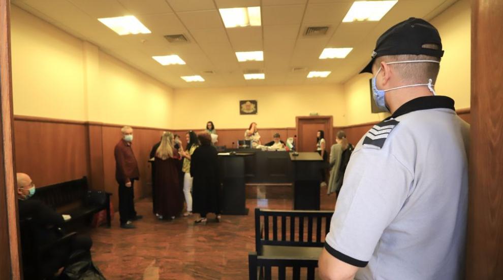 Доживотен затвор без право на замяна за атентаторите...