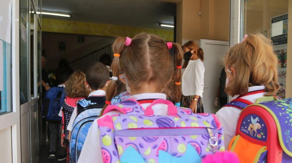 2 дни от учебната година: Коронавирус вече в училища...