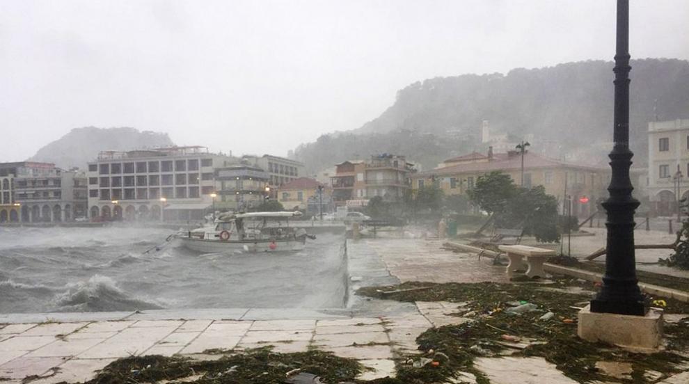 Гневът на природата: Янус взе първа жертва в Гърция (ВИДЕО)
