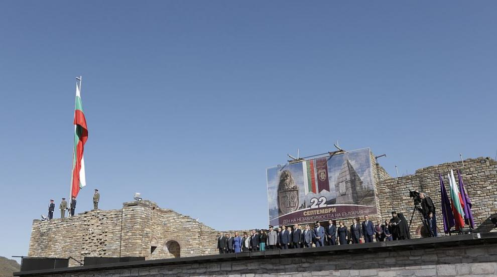 С военен ритуал издигнаха българския флаг на...