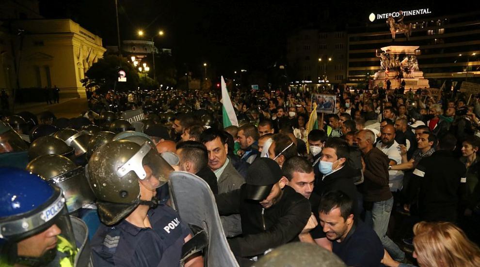 СДВР показа кадри от вчерашните сблъсъци с полицията (ВИДЕО)