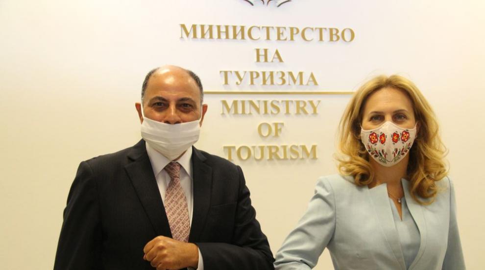 Марияна Николова обсъди сътрудничество в туризма с...
