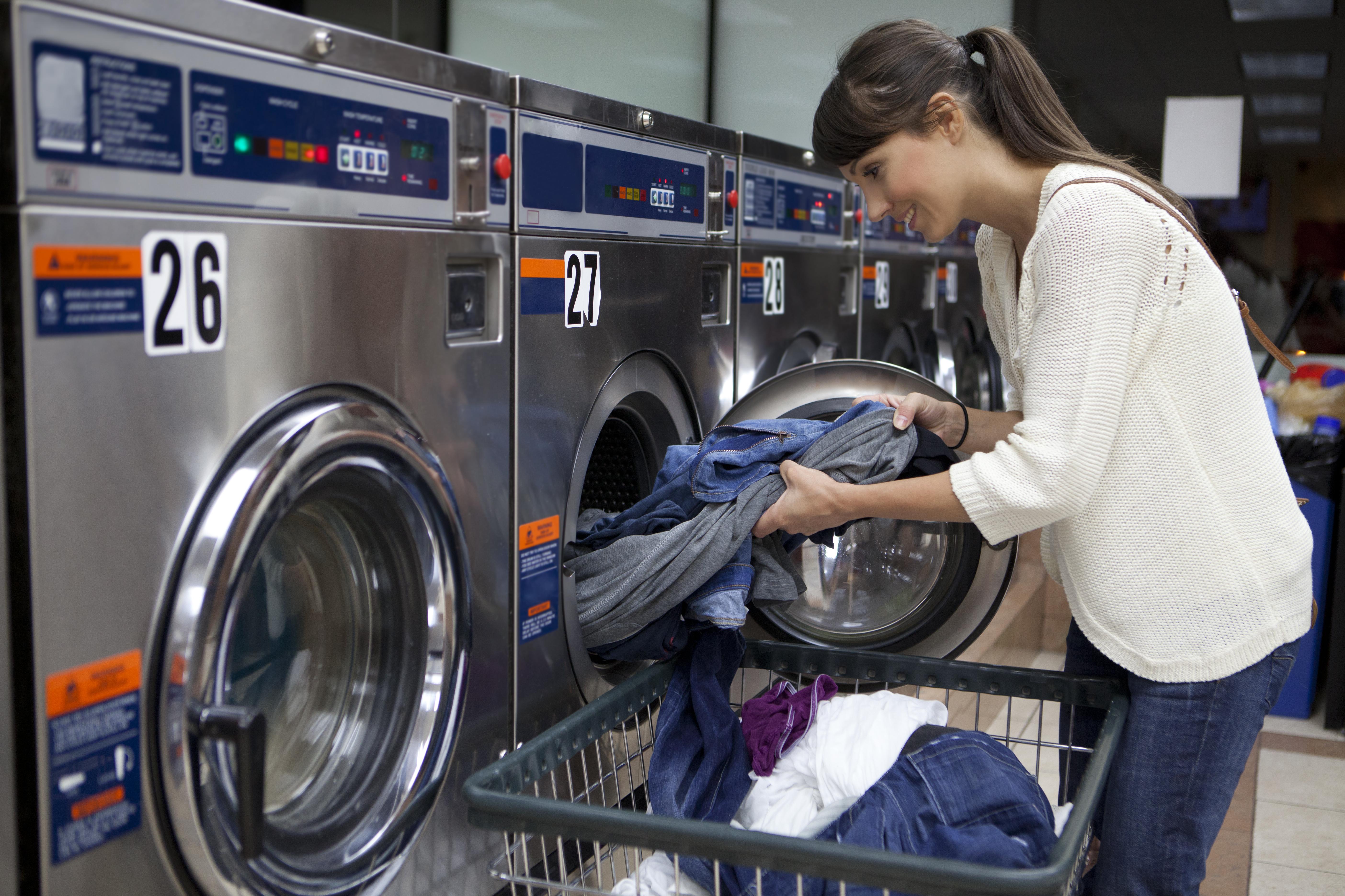 <p>5. Малайзия За да спестите място в багажа си, добър съвет е да носите по-малко дрехи и да намерите пералня близо до дестинацията си. В Куала Лумпур можете да изперете до дрехите си евтино.</p>