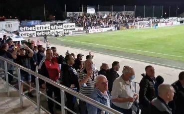 Бурната радост на черно-бялата публика при гола на Цветанов