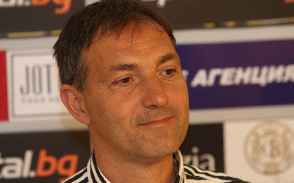 """Хванаха наш треньор с """"пищов"""" на изпита за лиценз УЕФА ПРО"""