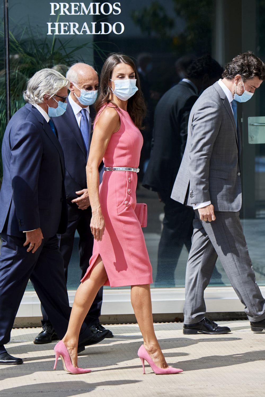 Кралица Летисия изпраща последните слънчеви лъчи с невероятна розова рокля