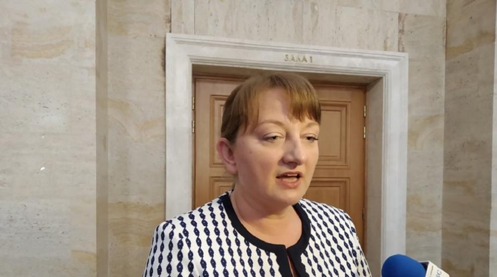 Сачева: Обмисля се нова програма за работниците от...