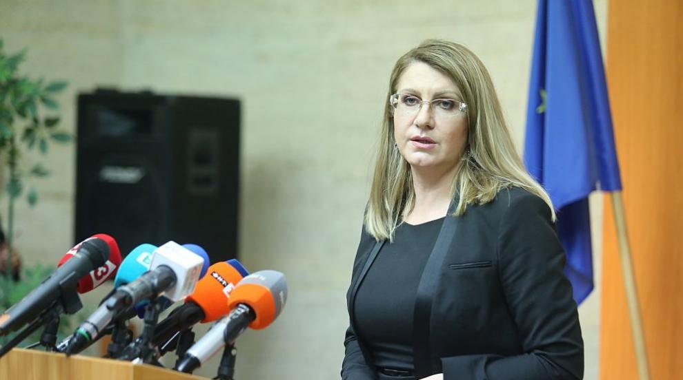 Ахладова: Има законопроект за това независим...