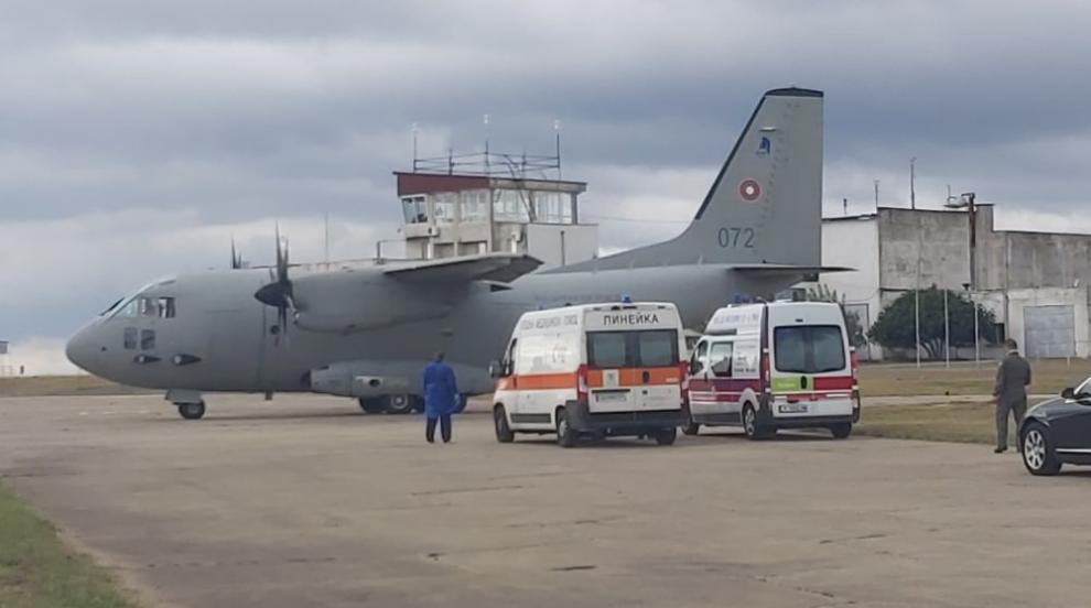 Самолетът с двете пострадали край Лесово жени кацна...