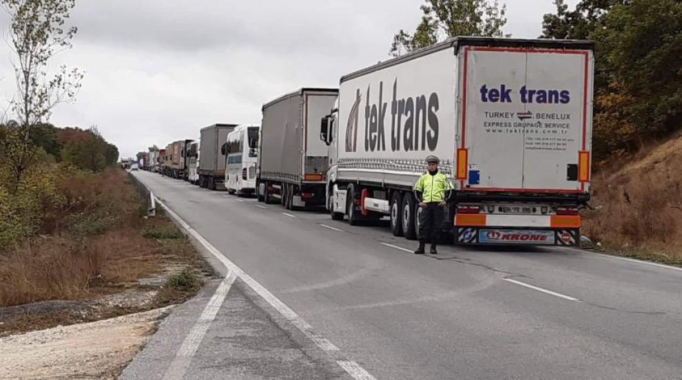 Натоварен трафик на ГКПП Лесово за тежкотоварни...