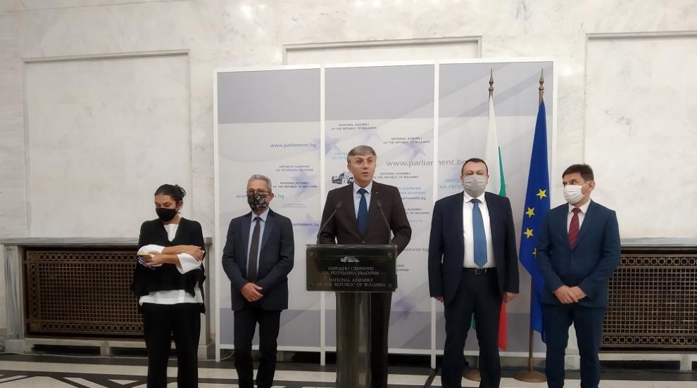 И ДПС се подписа за оставката на Караянчева, искането...