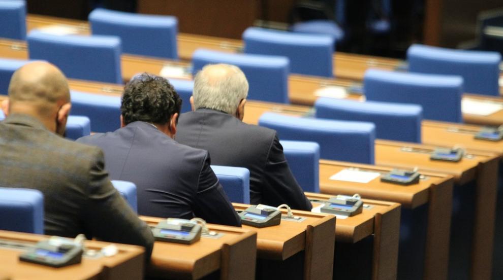 Депутатите решават за свикването на Велико Народно...