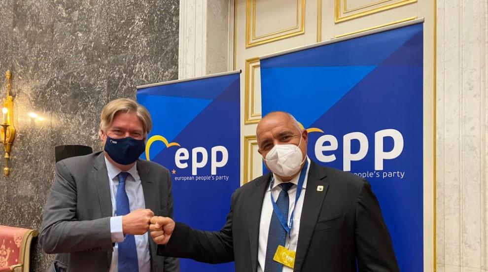 Генсекът на ЕНП към Борисов: Уважаваме...