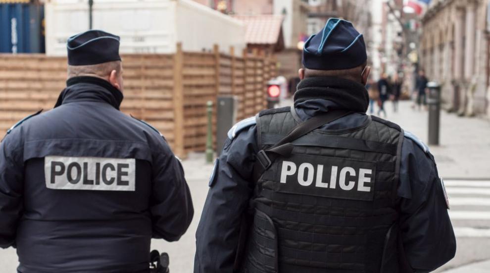 Зверство в Париж: Неизвестен обезглави учител,...