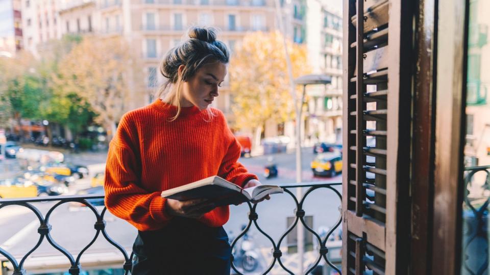 жена книга прозорец пуловер хороскоп