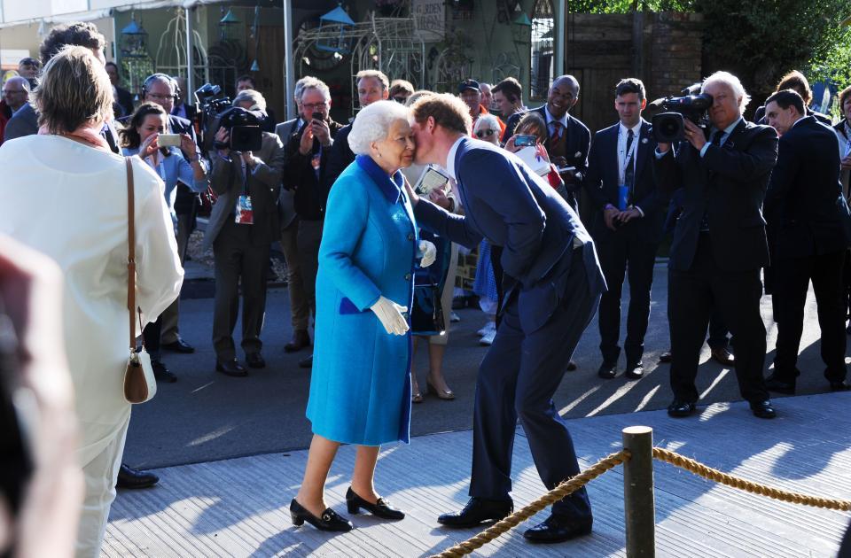 принц Хари кралица Елизабет Втора