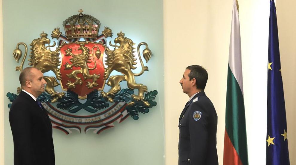 Шефът на ВВС - с COVID-19, Каракачанов под карантина