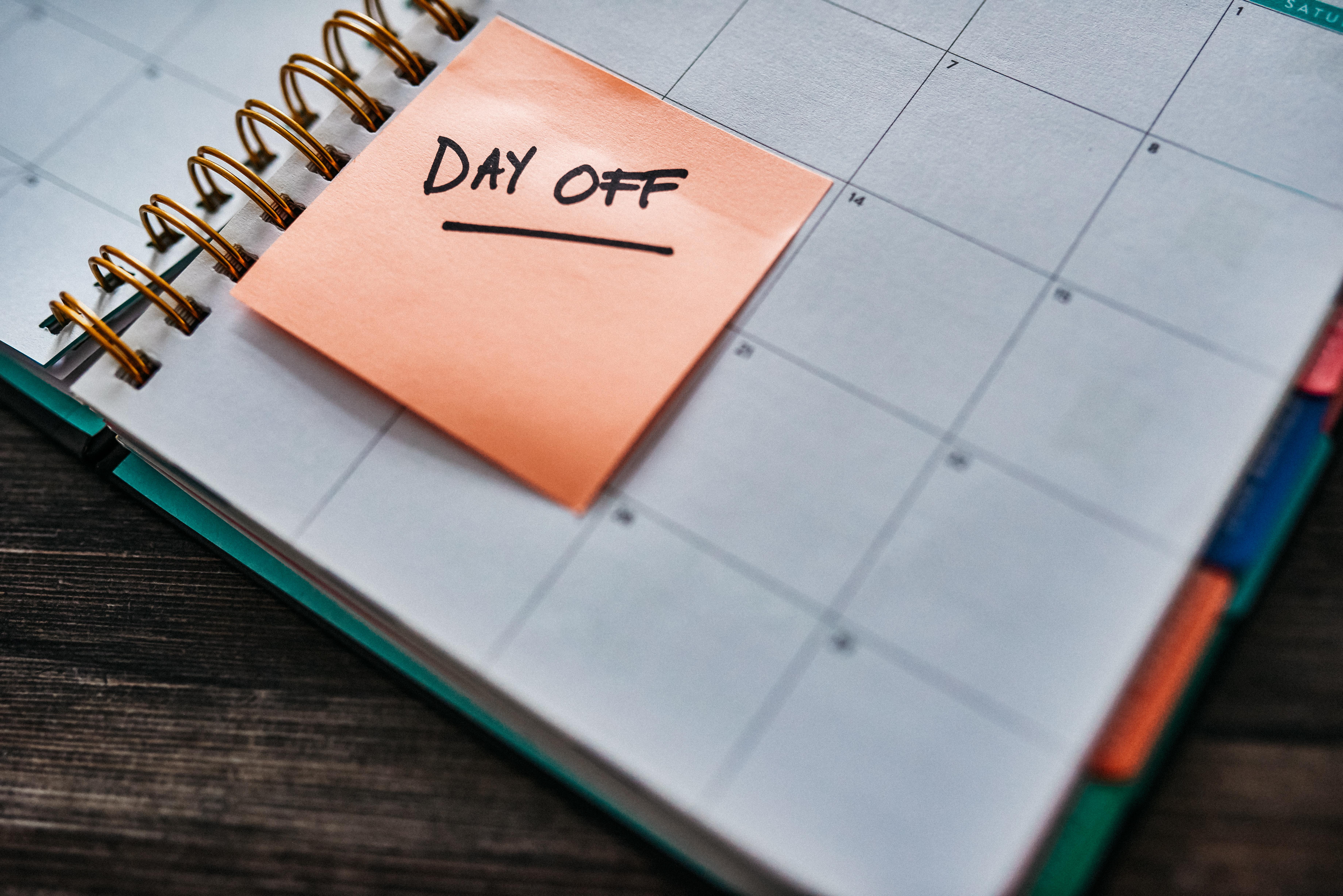 <p>Ваканцията Целогошната работа може да бъде изтощителна. Ето защо хората обичат концепцията за ваканция. И независимо дали става въпрос за двудневно бягство сред природата или двуседмична ваканция до Бали, вие сте си заслужили това свободно време. Подобна почивка дори би се отразила добре и на продуктивността ви след това. Затова не се страхувайте да попитате вашия шеф за отпуската, от която имате нужда.</p>