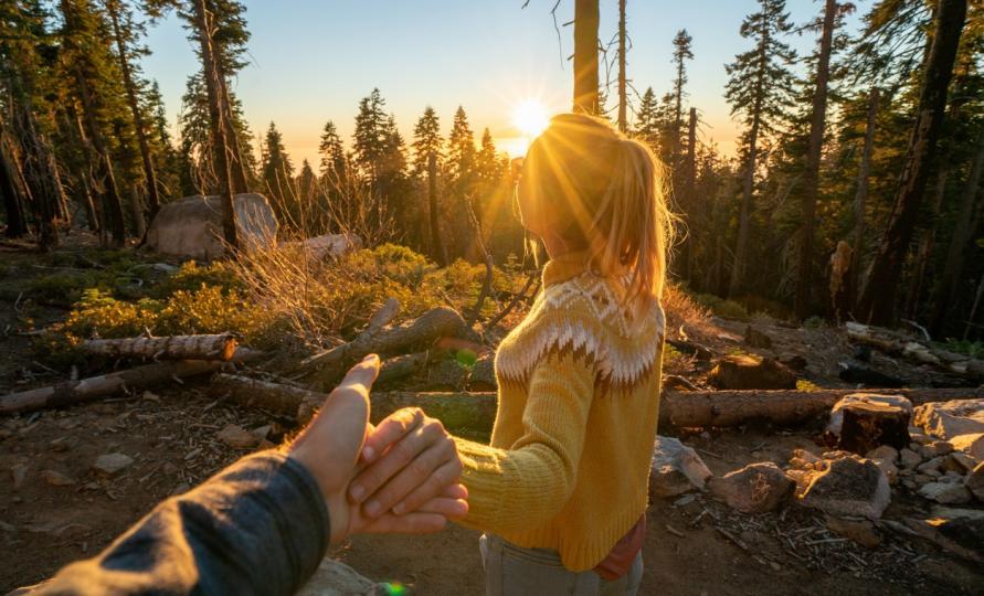 <p><strong>Овен</strong></p>  <p>Ако през изминалите дни сте били някак объркани, днес може да получите отговори на някои свои въпроси и ситуацията да ви стане по-ясна &ndash; ще разберете до каква степен очакванията ви отговарят на реалността. Чудесен ден за творчески дейности, а някои от вас ще се отдадете на романтични изживявания.</p>