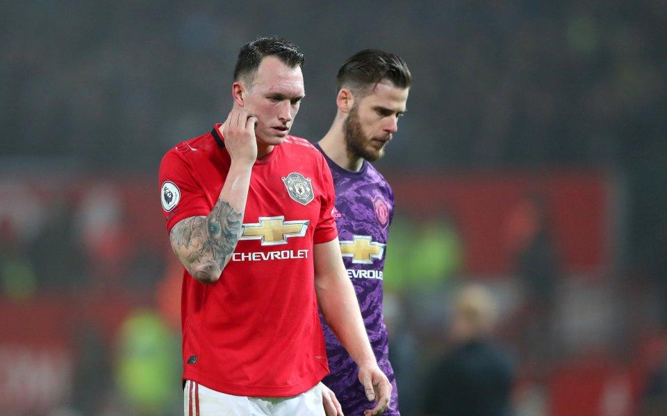 Футболистът на Манчестър Юнайтед Фил Джоунс е недоволен от ситуацията