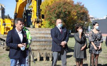 Кралев направи първа копка на физкултурен салон в Пазарджик