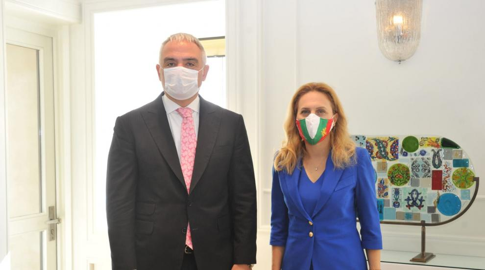 Марияна Николова обсъди с турския си колега да не се...