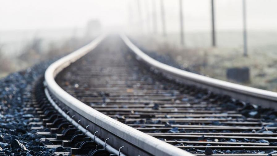 <p>Влак дерайлира в тунел, десетки жертви и ранени</p>