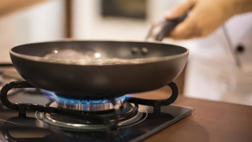 Вредните навици в кухнята, които трябва да спрем веднага