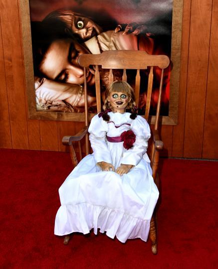 <p><strong>Музей на окултизма в Кънектикът</strong><br /> <br /> В този необичаен музей в Америка се излагат предмети, които някога са били използвани в окултни практики, магически огледала и зловещи кукли. Колекцията, която се събира от десетилетия, включва известната кукла Анабел.</p>