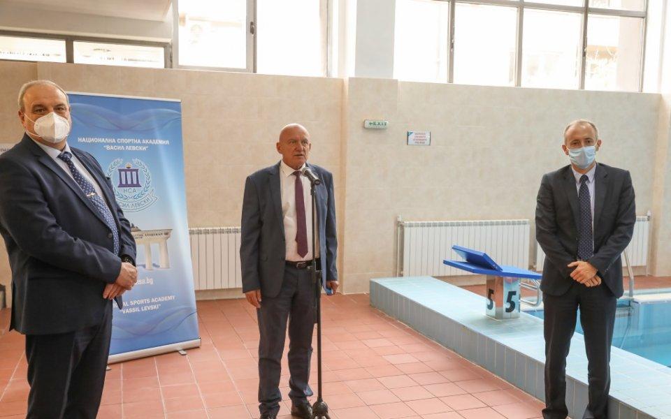 Заместник-министърът на младежта и спорта Стоян Андонов и министърът на