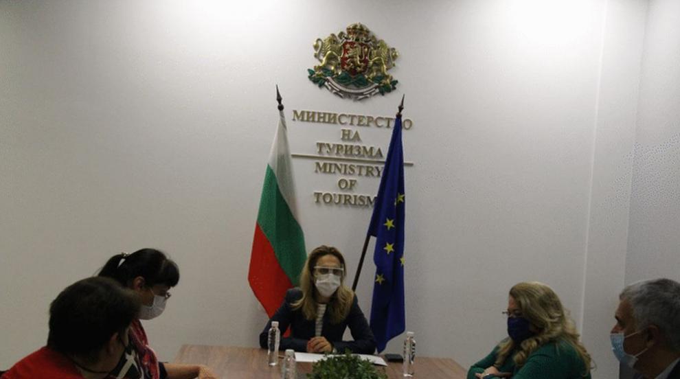 Николова проведе среща с представители на...