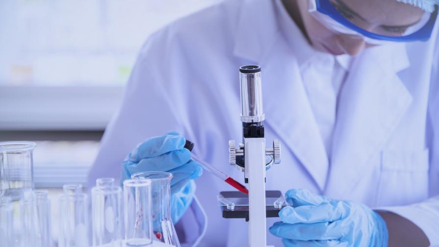 Д-р Хичев от кризисния щаб в САЩ: През март ваксината ще е при хората