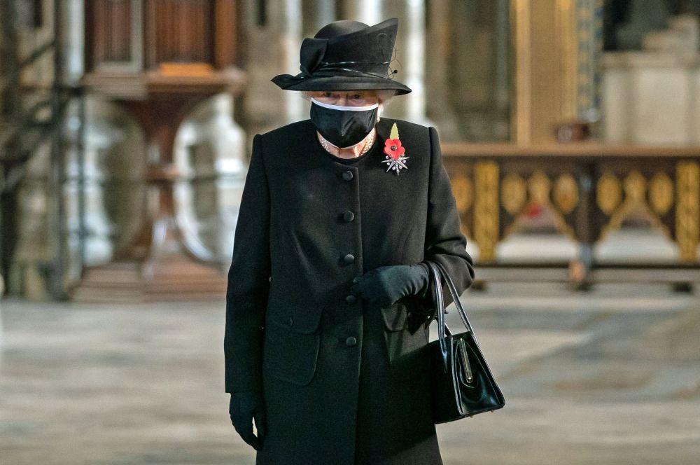 Британското кралско семейство почете паметта на загиналите в Първата и Втората световна война