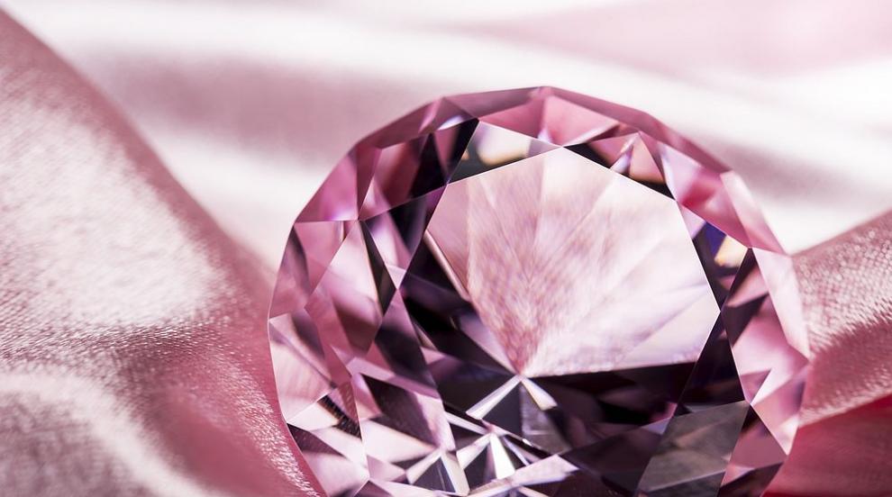 Рядък розов диамант беше продаден за 26,6 милиона...