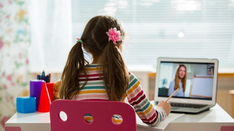 Учители апелират да се мине на изцяло онлайн...