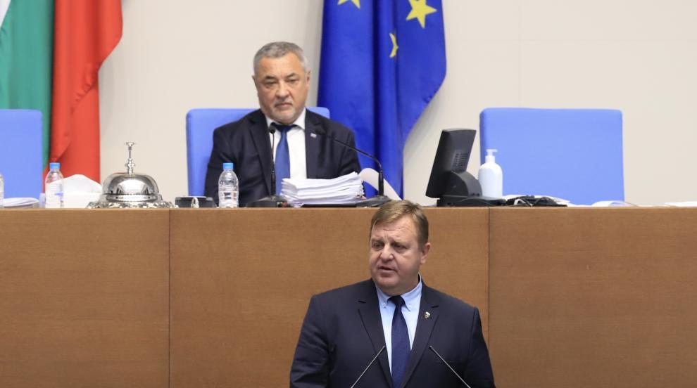Каракачанов: Скопие се държи все едно България е...