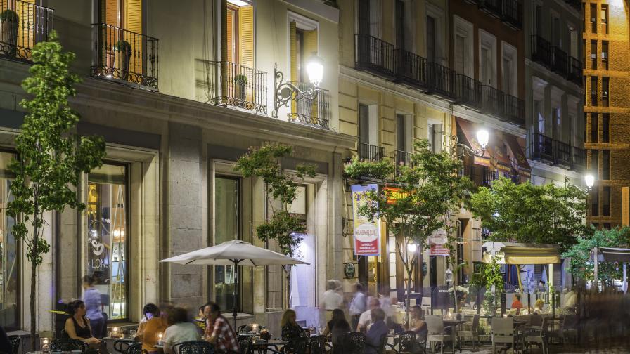 """""""Чудото от Мадрид"""": Пълни улици и кафенета, COVID-19 е в отстъпление"""