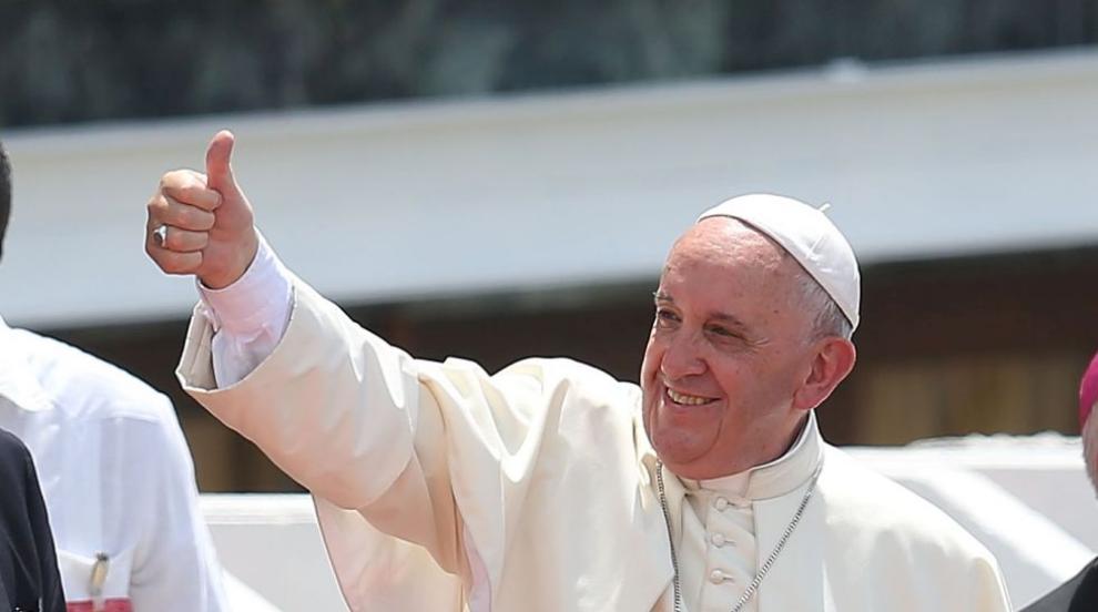 Недоразумение ли? Папата лайкнал снимка на палава...