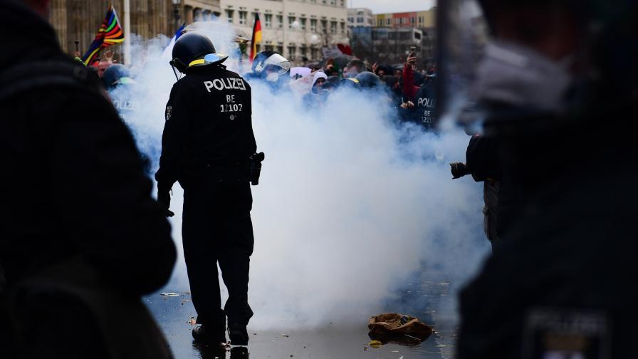 Хиляди излязоха на протест срещу COVID-мерките в Берлин