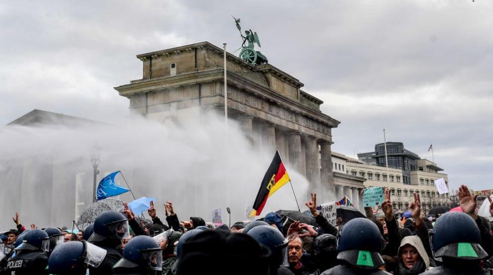 Задържаха 365 души на протест срещу мерките заради...