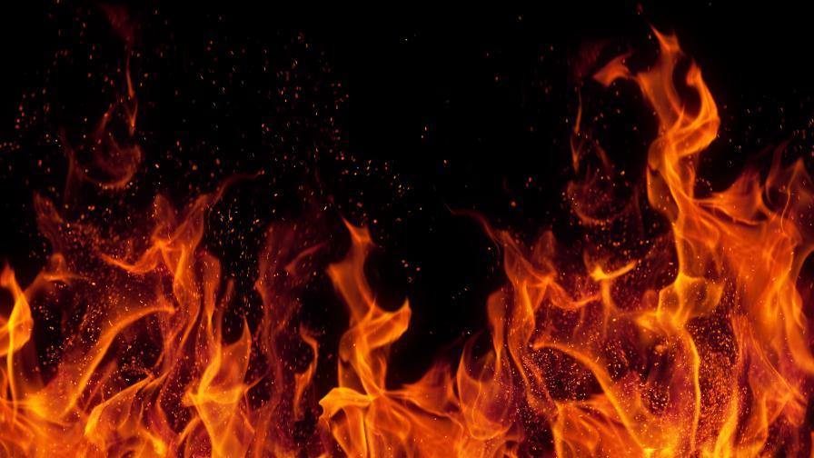 Мъж изгоря при пожар в Банско, заспал с цигара в уста