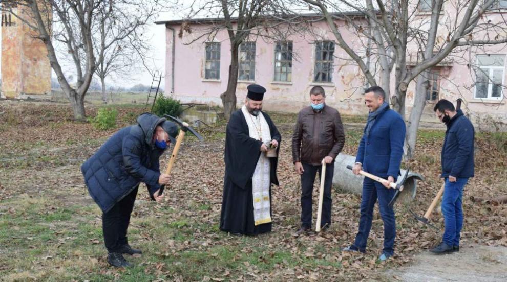 Димитров направи първа копка на водопровод на Елин...