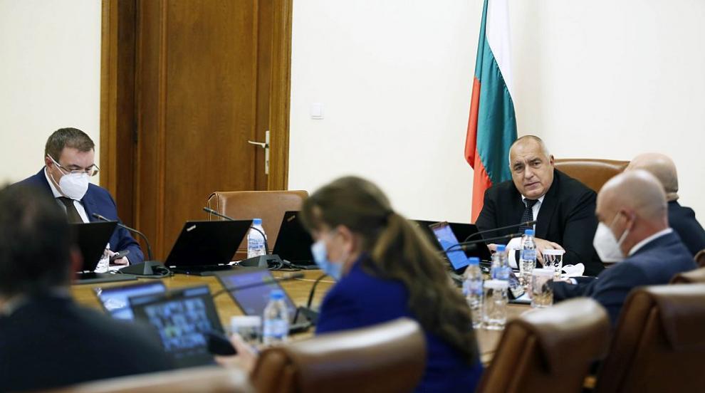 Борисов: Няма процъфтяваща икономика с болни и...