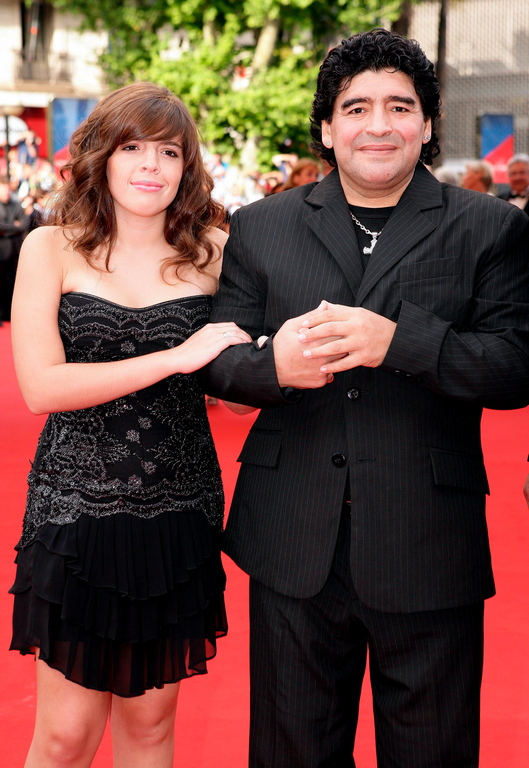 <p>През 2005 година той се подлага на операция за поставяне на байпас в стомаха в борбата си с наднормено тегло.</p>  <p>&nbsp;</p>