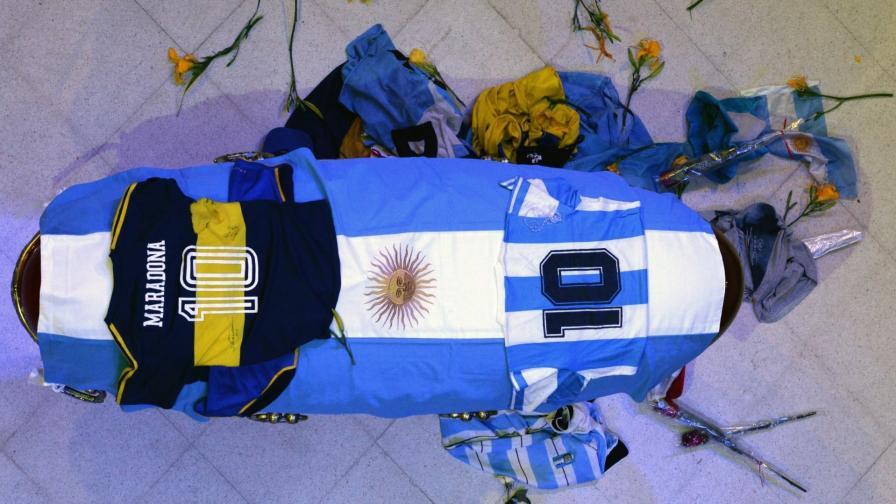 <p>Сблъсъци на поклонението пред Диего Марадона</p>